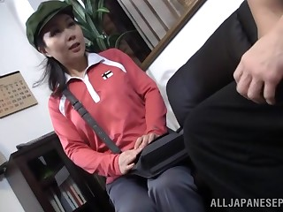 Tyro quickie on the sofa with a cute Japanese delivery catholic