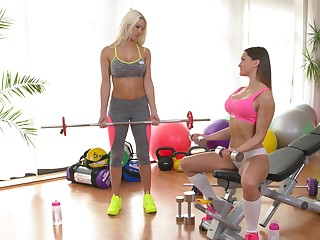 Sporty cougar gets intimate with younger babe down at the gym