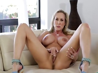Down in the mouth Fit Solo Milf Brandi With Big Pussy Lips - Thegreg88