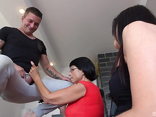 Young beau fucks his aunt in both holes, then his stepmom