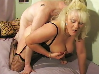 Amateur full-grown Cleo gets her pussy fucked balls gaping void by a lover