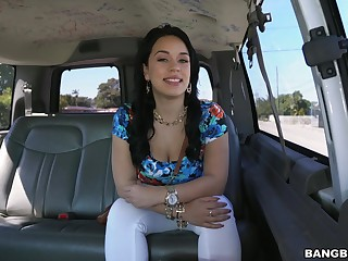 Car sex for the admirable Latina with such a splendid ass