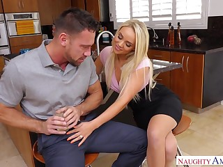 Boss's hot wife Alexis Monroe is arrivisme for sex and fresh portion of cum